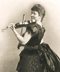 Musician%20-%20Fiddle%20player%20-%20Lady%20Halle%20A.jpg